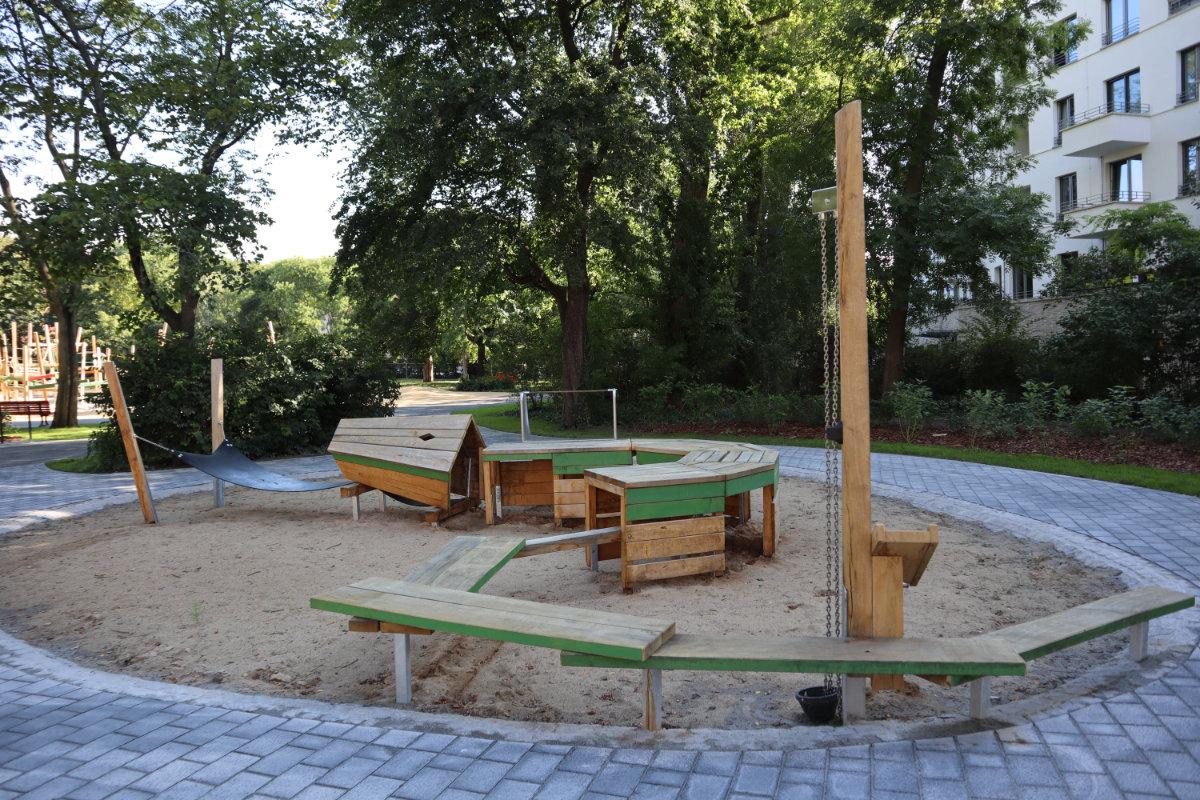 Großstadtdschungel im Rathauspark Berlin Lichtenberg
